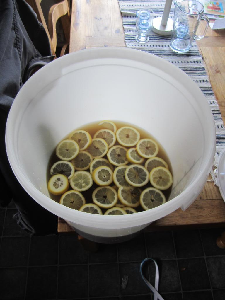 Skivade citroner till maskrosvinet
