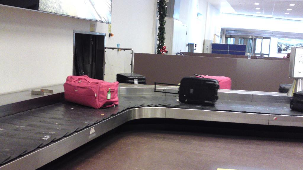 Kasta Väskor På Arlanda : Privata samtal gemzell s sandl?da