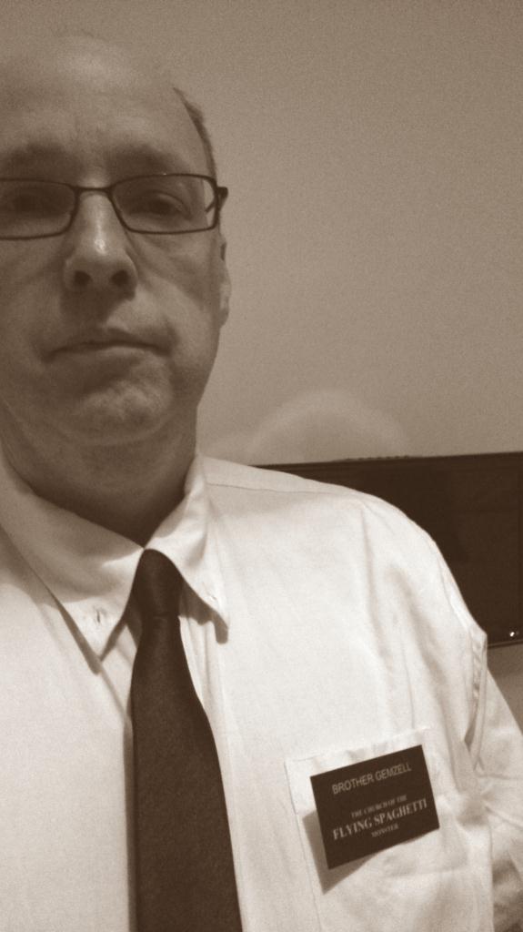 Uppklädd i Mormon style inför besök på Book of Mormon, London