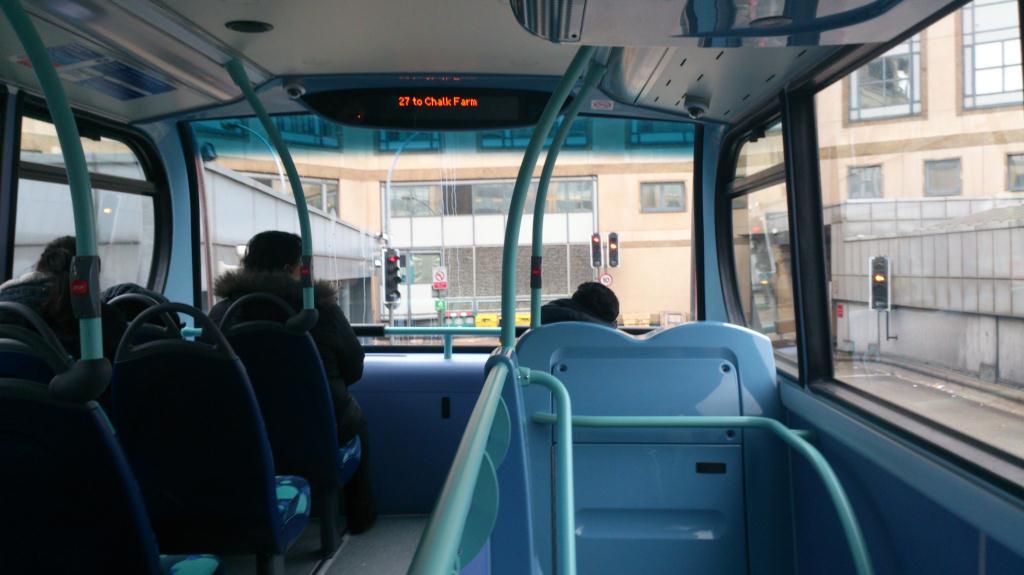 Buss på väg till Camden Market - London