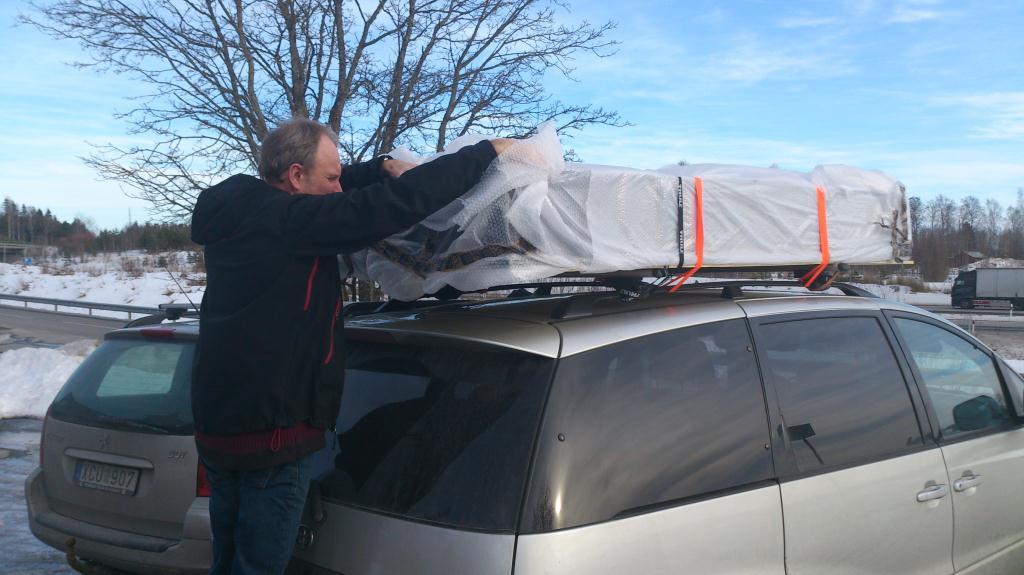 Omplåsting av paket på takräcket