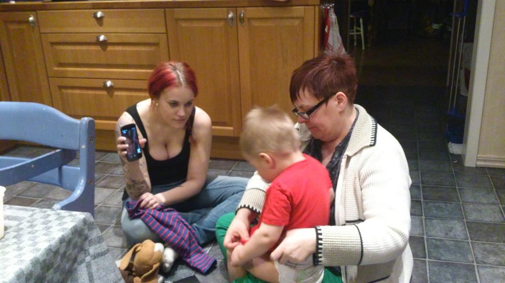 Kapten Kaos med moster och mormor