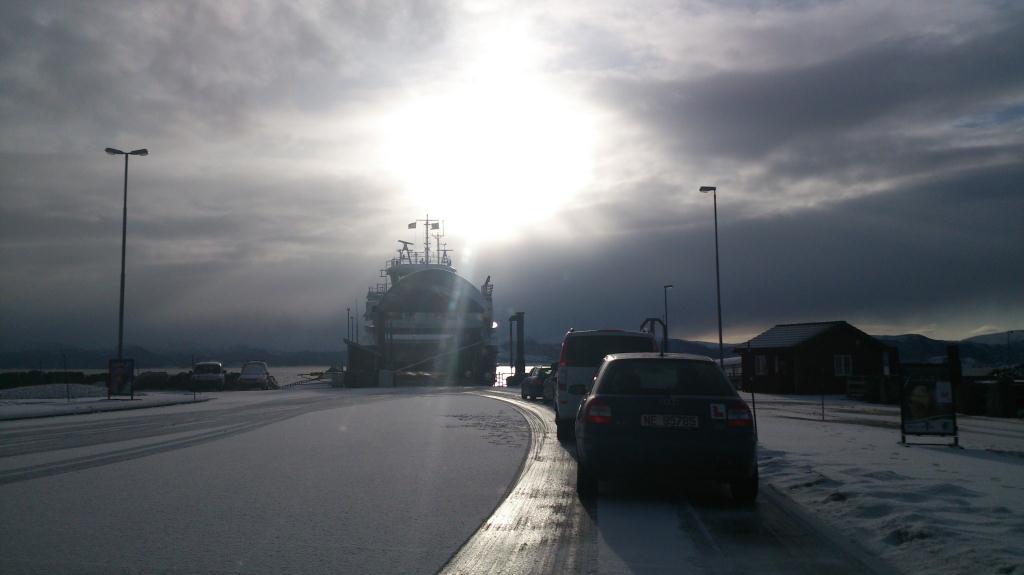 I väntan på färjan vid Edøy