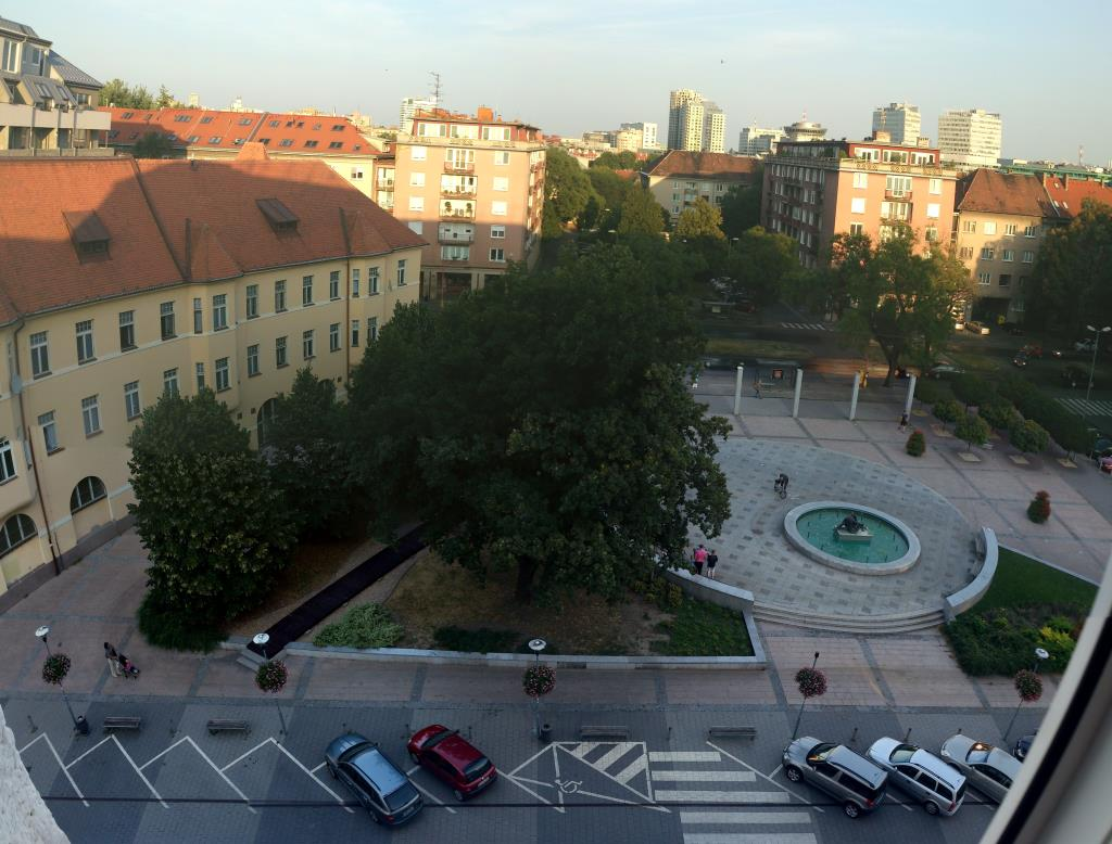 Vy från Rum 504, Hotell Apollo Bratislava, Dulovo námestie