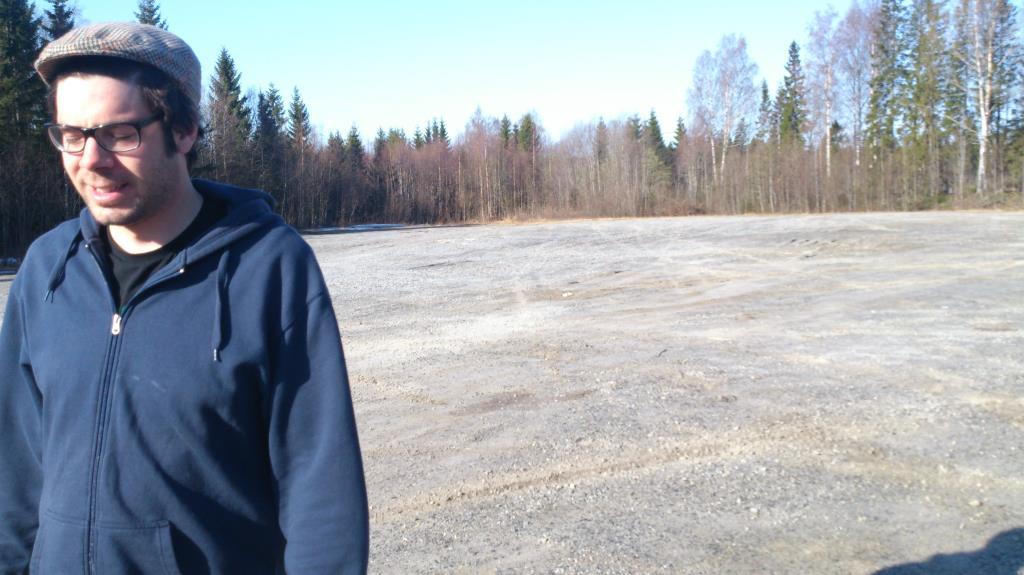 Thomas plockar Turf-zon vid Härnösands Motorpark