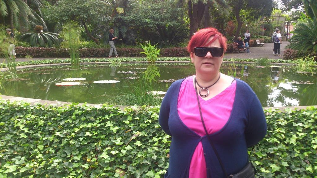 Söta hustrun i botaniska trädgården i Puerto de la Cruz